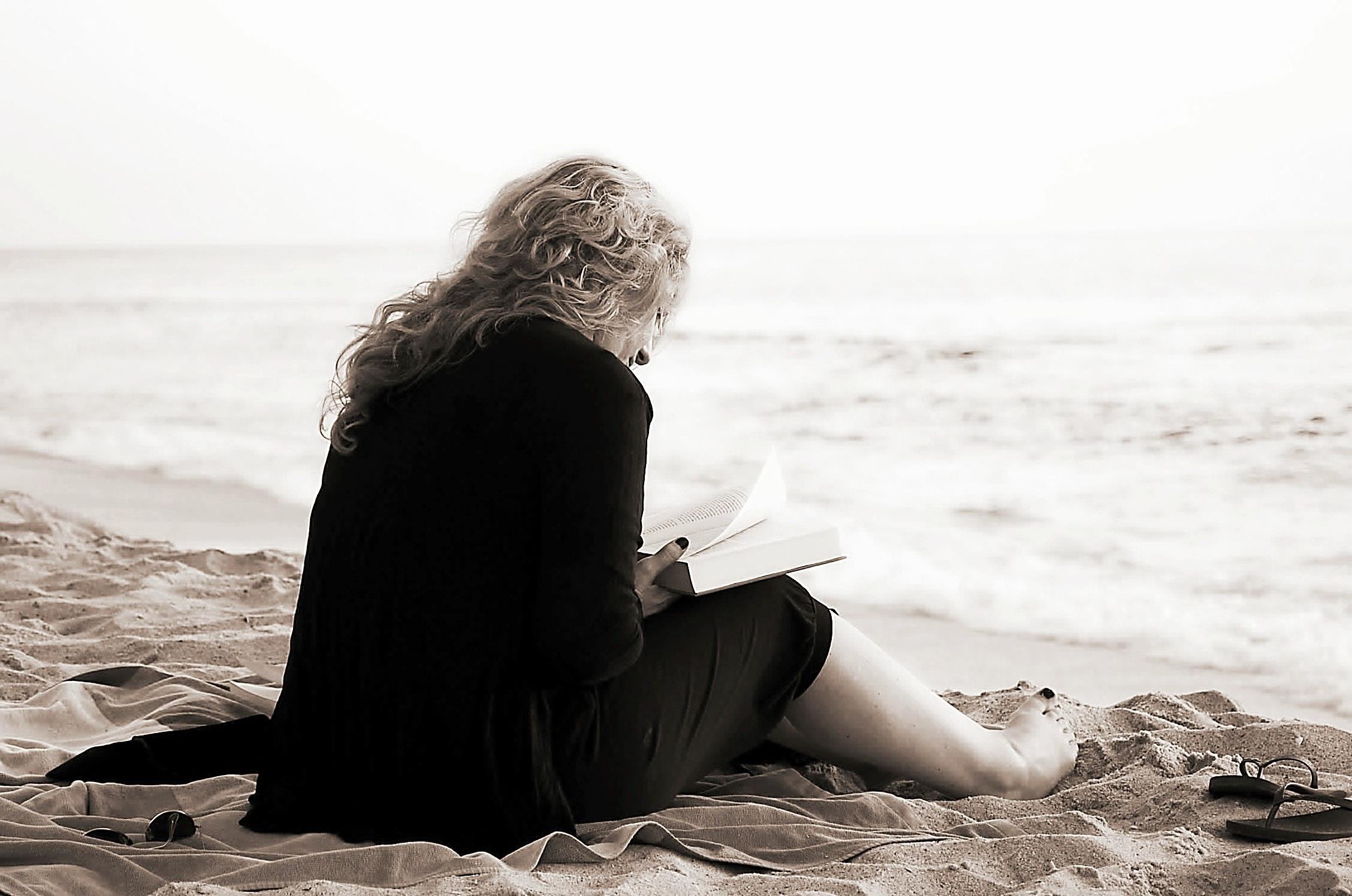 beach-lady-ocean-54578